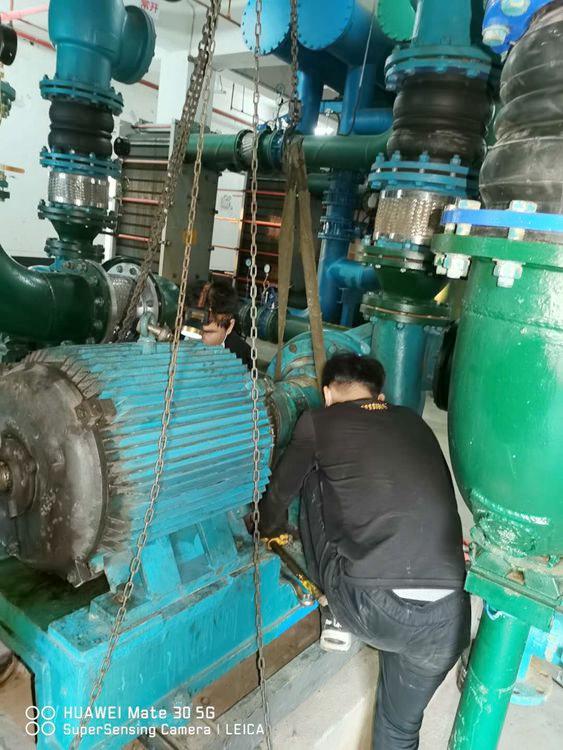 轻纺城空调水泵维修现场